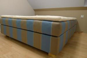 Iva Kudrnová, luxusní manželská postel potažená v látce Anciana Danube